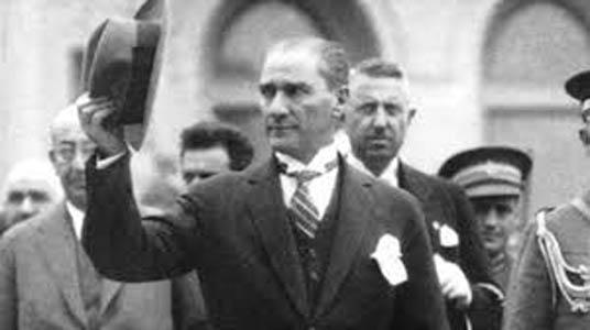 Atatürkün mendilinin doğal duruşu